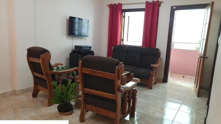 Whole 3 room house: BEST location in Havana, clean