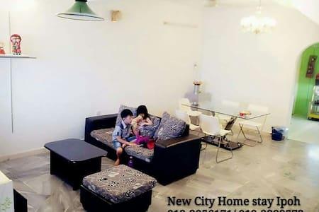 本民宿为您提供干净、清雅及舒适的环境。另您只需步行一分钟就可到达宜康省 - Ipoh - Wohnung