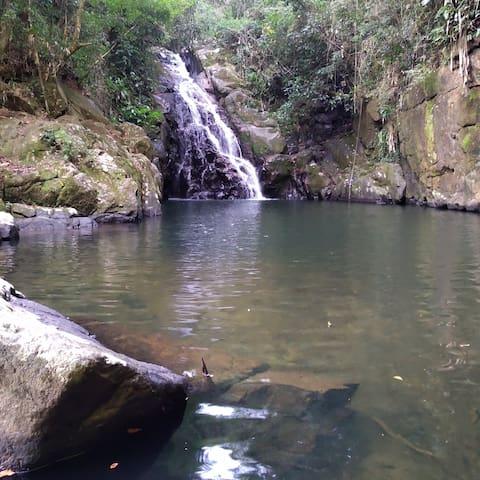Cabana na cachoeira