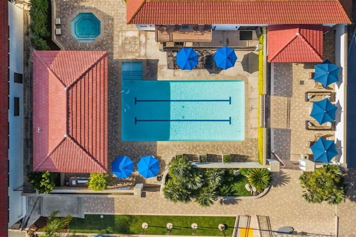 Lovely remodeled condo with Pool, Spa & Tennis