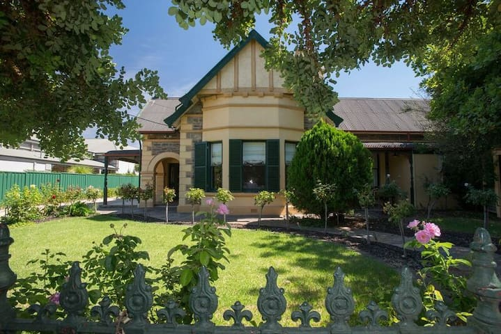 Barossa Valley Dreams Home for up to 17 people