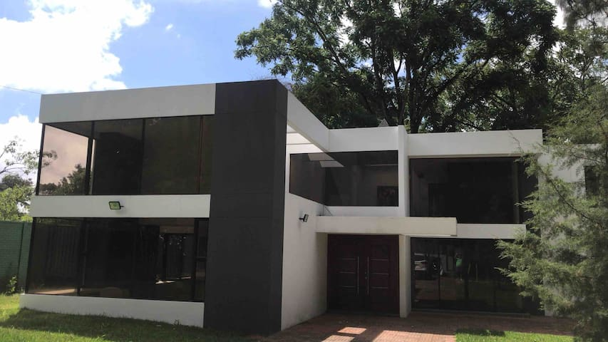 CASA AMPLIA, MODERNA Y EXCLUSIVA   EN GOLF CLUB