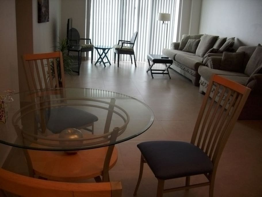 LIVING ROOM AND DINING ROOM FOR 4