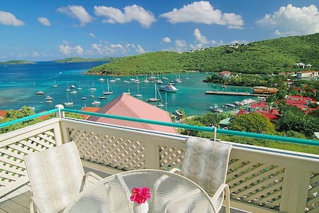 Tropical Breeze: Luxury Downtown Vacationing