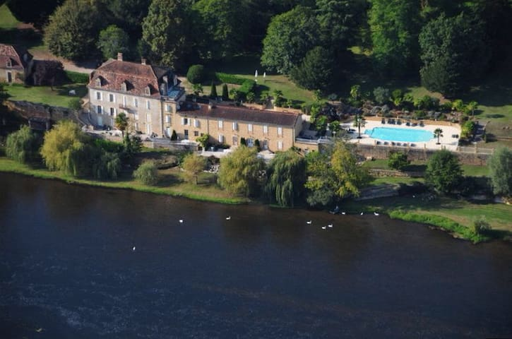 Gite with pool, park and terrace on the riverbank - Lalinde - Haus