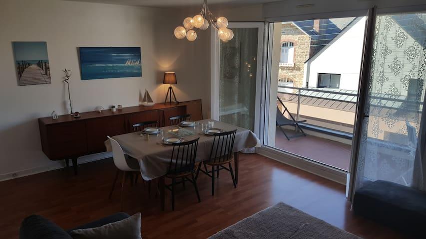 Appartement rénové terrasse plein centre  Dinard