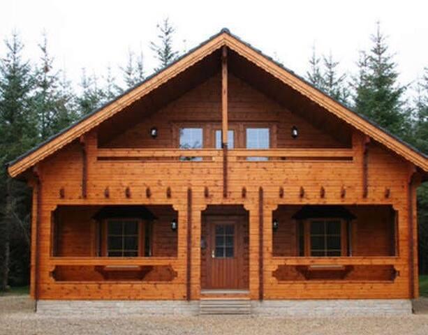 Treetops log cabin