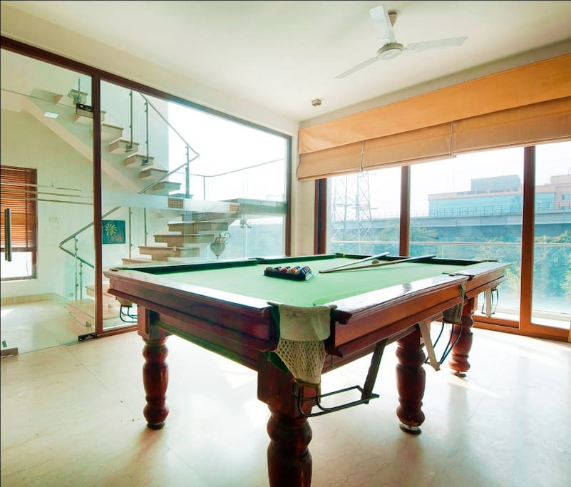 Common area / Pool table