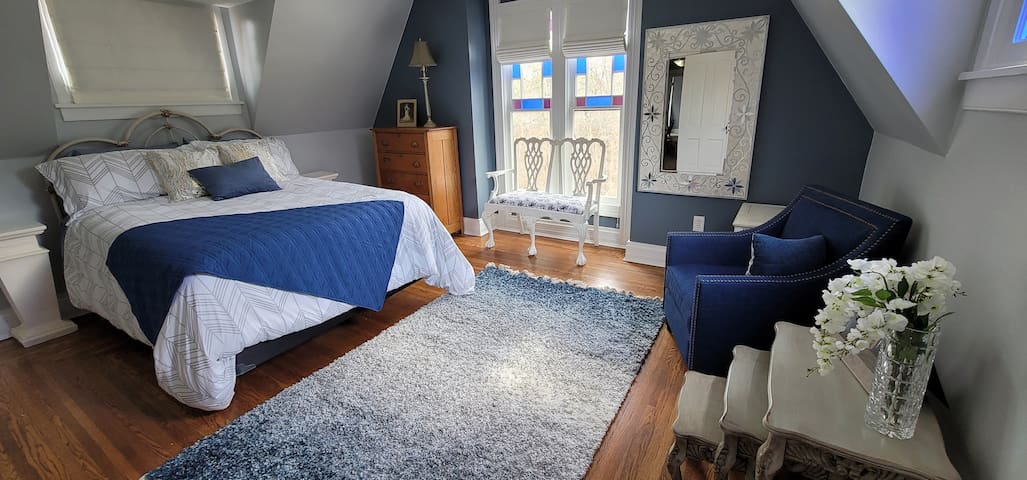 Master Bedroom with Queen bed that has a pillow-top firm mattress.