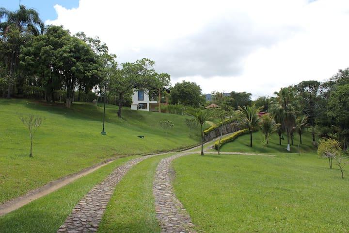 Linda Chacara com vista para a Serra da Bocaina - São José do Barreiro - Maison