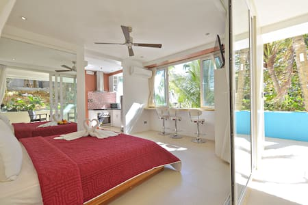 Lovely Studio Suite with an oceanview pool - マレー