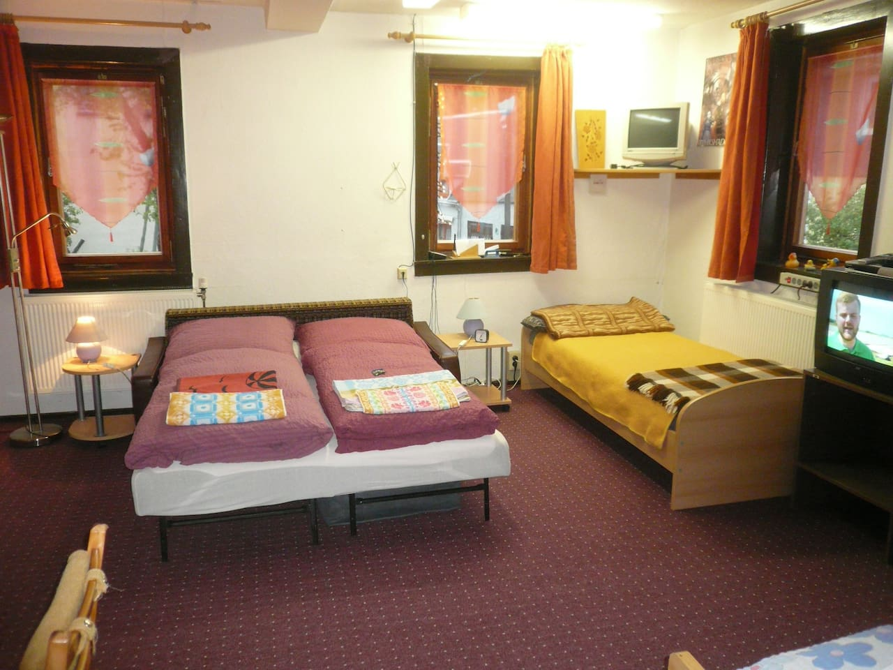 großes, vorderes 4 Bett-Zimmer