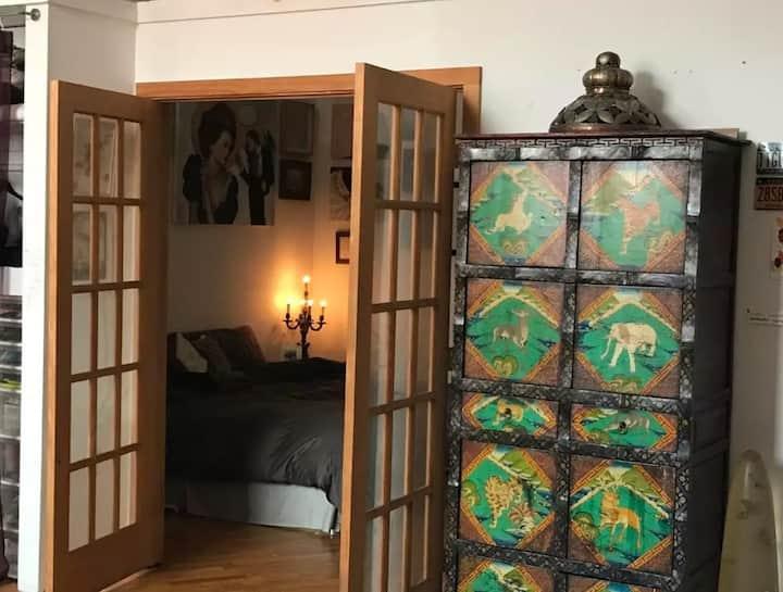 Artists's loft Williamsb mins NYC mins away