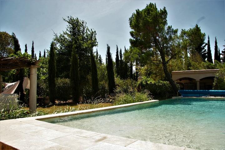 Appartement avec piscine et jardin  proche d' Uzès