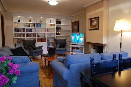 100 m2, WIFI, PS3, Karaoke, garaje, piscina, tenis
