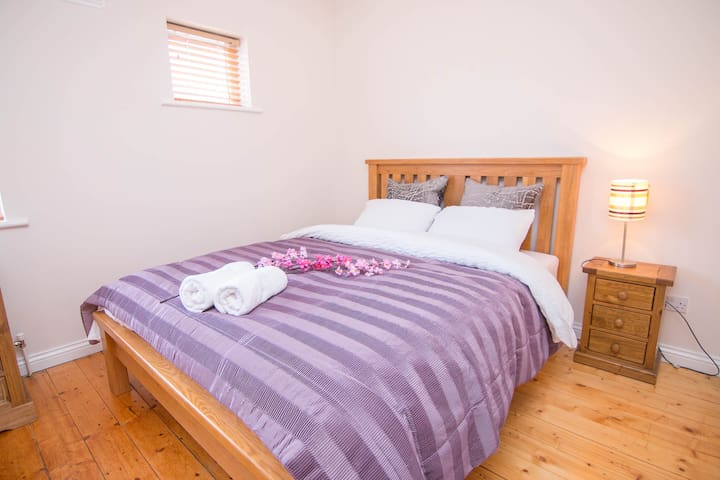 Elegant Double en-Suite Room 10min from City Centr