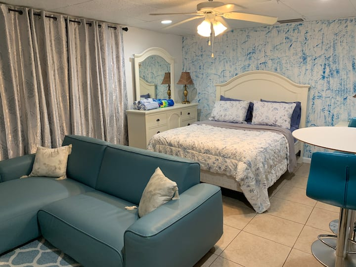 Studio Blue, only 10 min Siesta Key