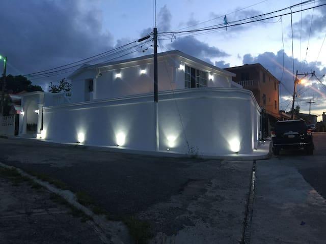 Villa de Lujo a 30 minutoa del Aeropuerto.