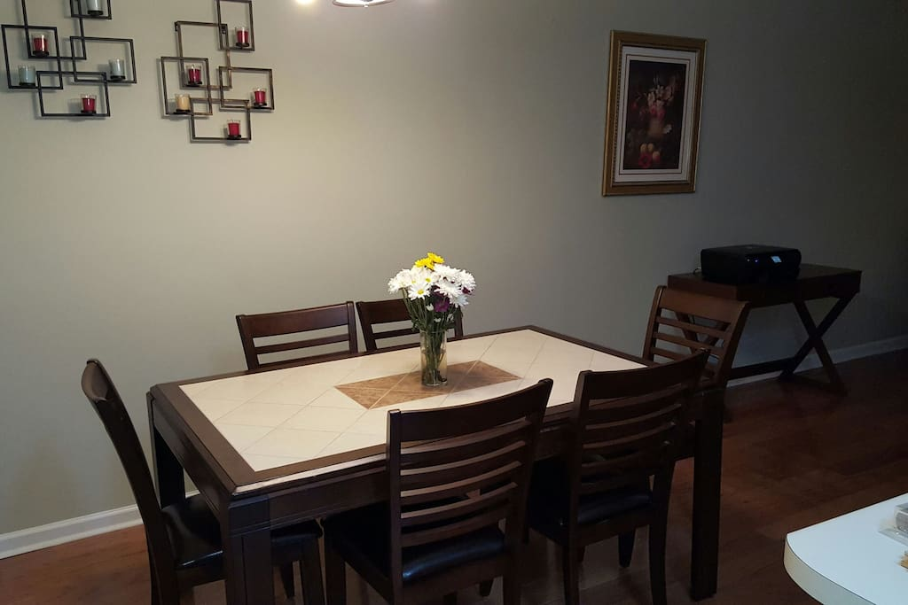 Dining sits 6