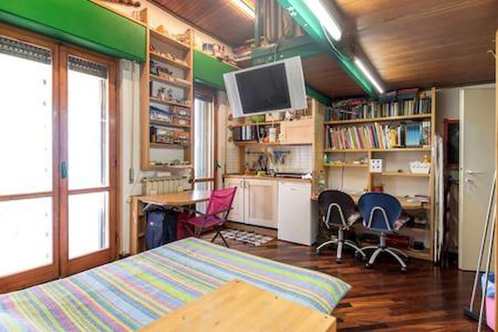 stanza indipendente  bagno cucina 8 km da Firenze
