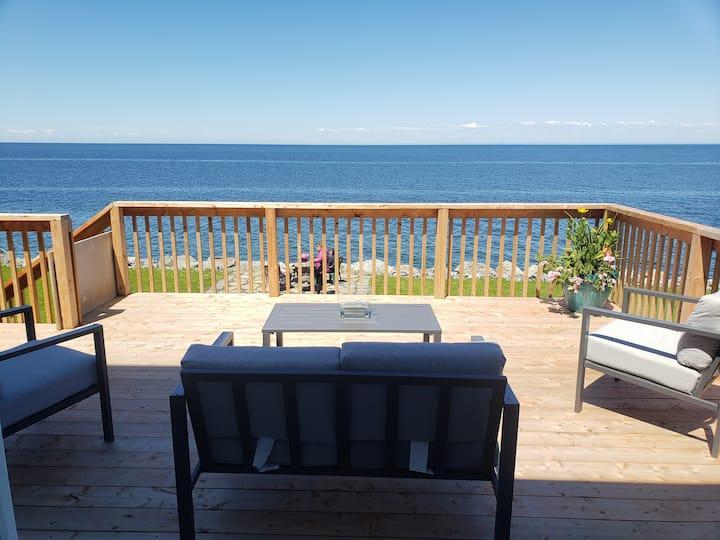Chambre vue sur mer.  Salle de bain, balcon privé!