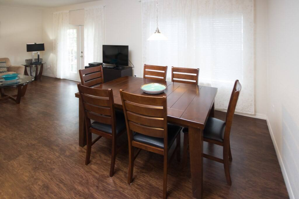 Dining Room - Seats 6