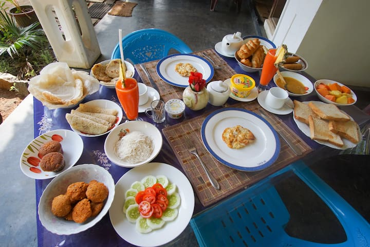 Western and Sri Lankan Breakfast included