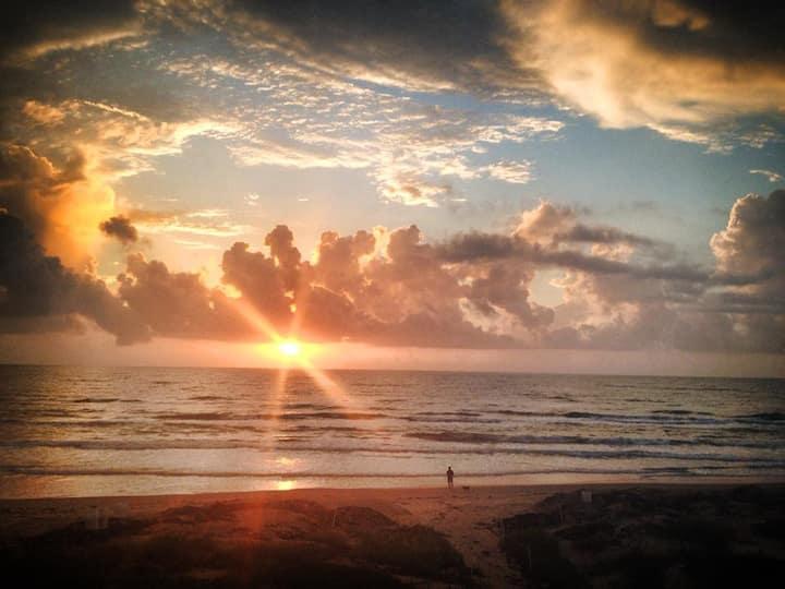 Stunning Gulf Sunrise Views: Beachfront Condo