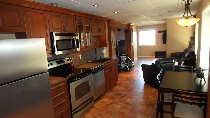 Beautiful Basement Suite Magic Estates - Kelowna - Haus