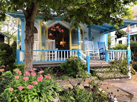 impeccable cottage STEPS to downtown OB & beach!
