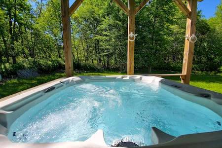 ⫷Work from home in Poconos, HOT TUB & Game Room⫸
