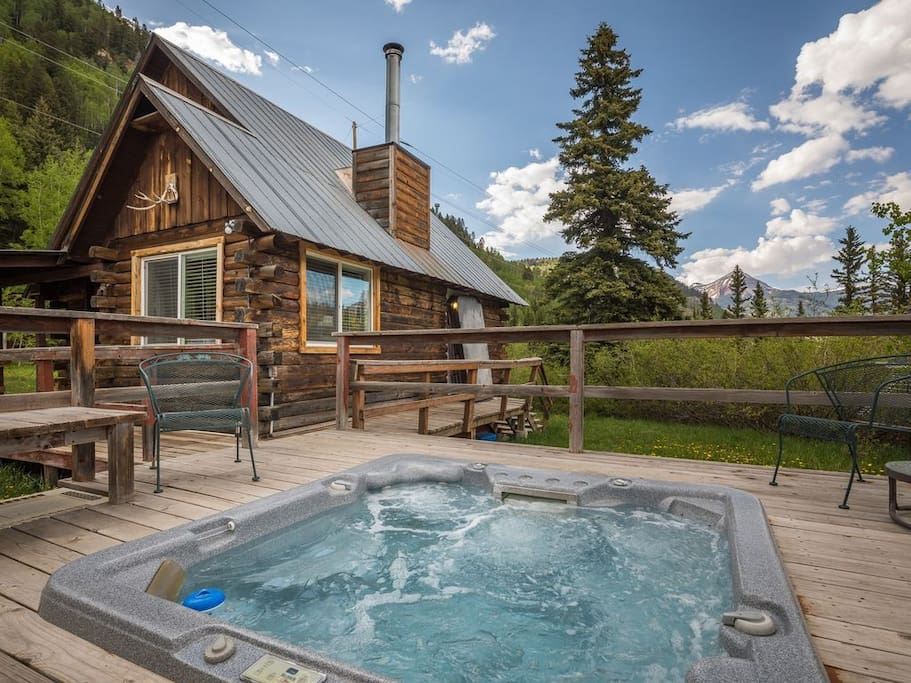 Private cabin with hot tub 1 2 mile to purgatory for Cabin rentals co