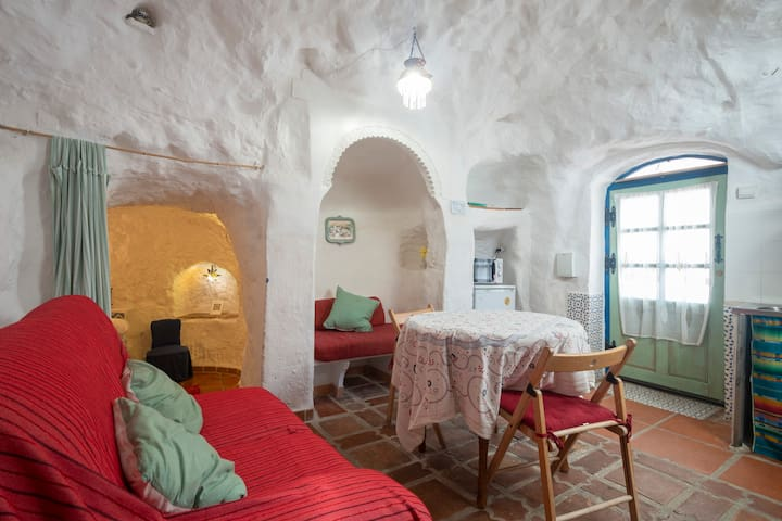 Encantadora Cueva La Pita, Granada