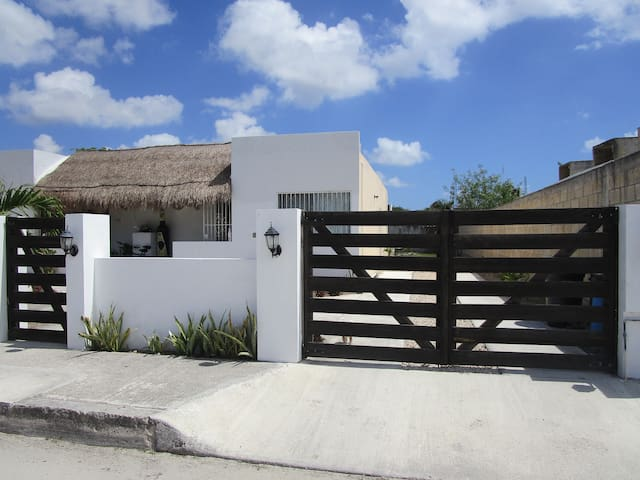 Casa Amigos: 15 mins distance from the ocean