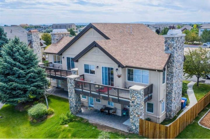 Canyon View Condo/lower level/great location
