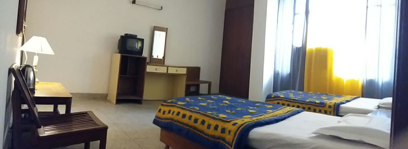 The AAUI Guest House - Room 3 - New delhi - Bed & Breakfast