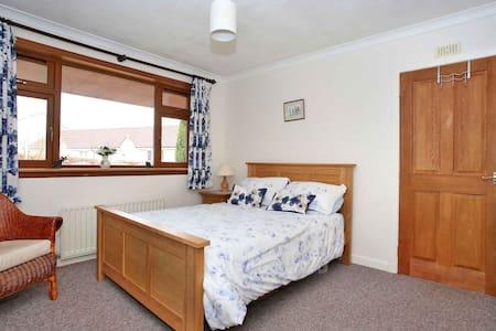 Guest Room in Kintore (Room 1 of 2)