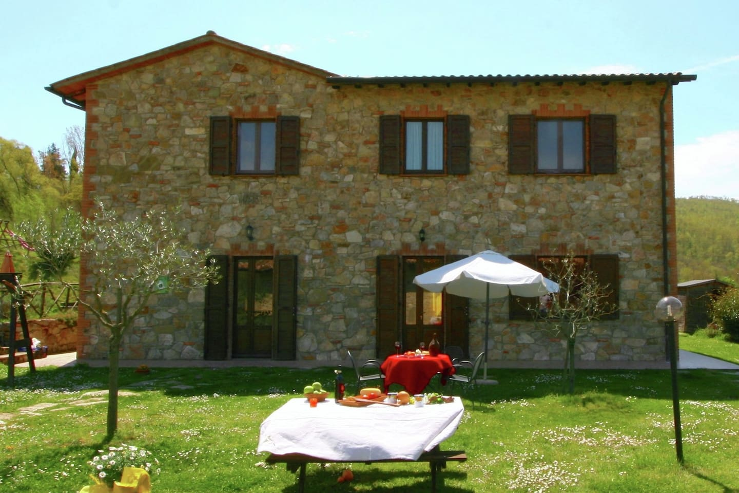 Farmhouse with small lake, swimming pool, private terrace, garden ...
