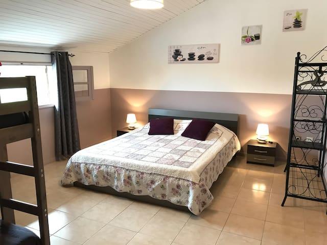 """Chambre familiale à la campagne """"Quinta de Areias"""""""