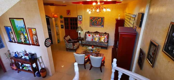 GUESTHOUSE FOR FAMILY/BIG GROUPS NEAR EK W/KaraoKE