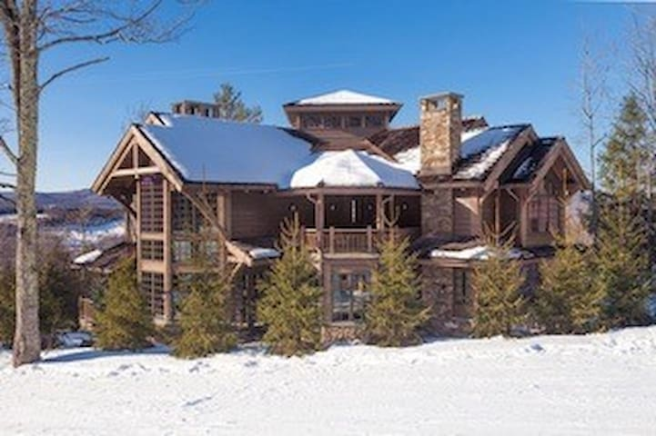 Grand ski-in/ski-out Windham Mountain property
