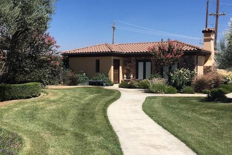 Tuscany Villa Guesthouse w/Kitchenette No Stove