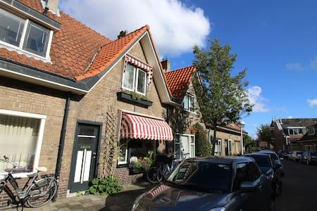 Sfeervol huis met tuin bij centrum - Leiden - Hus