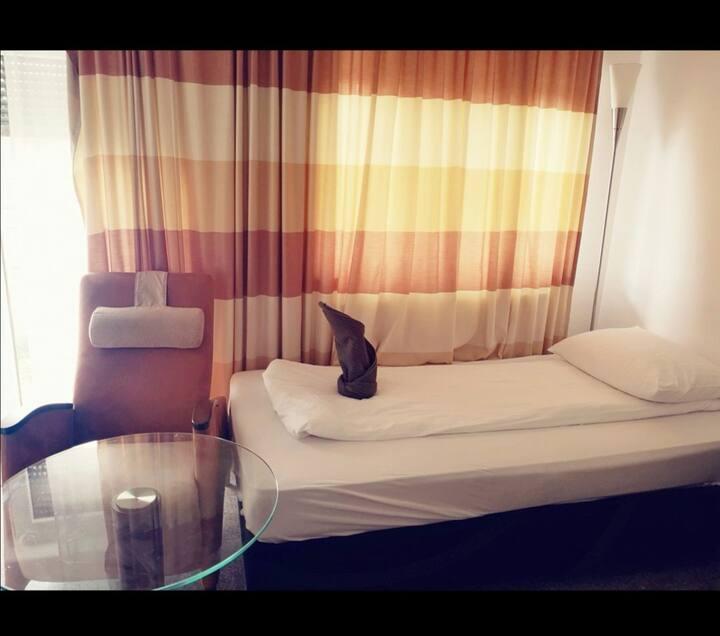 Hotel Zimmer in Köln kalk sehr Zentral gelegen .