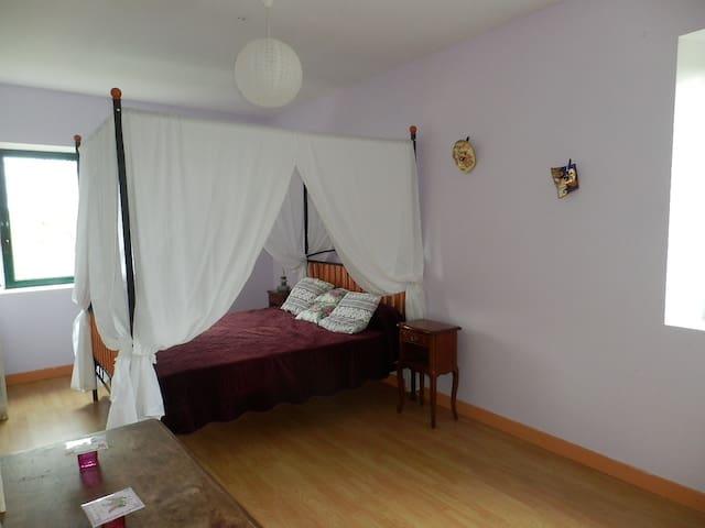 Chambre , dans notre moulin en bord de riviere - Montalzat - Pension