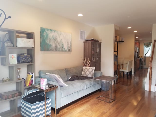 Private&Clean 2nd floor BedRoom with Roofdeck