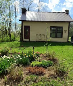 Quaint cottage near 4 ski resorts - Londonderry