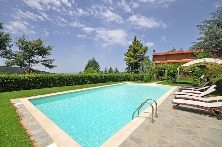 Villa Dame - Holiday Country House with swimming pool in Cortona, Tuscany