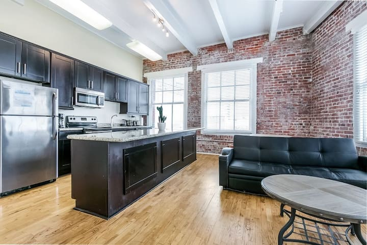 Gorgeous condo in Merchant Lofts by Hosteeva