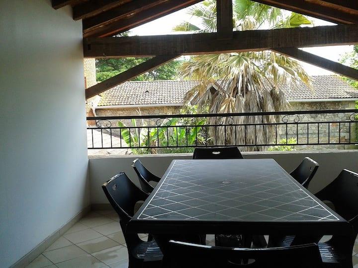 Clairac : Gîte 8 personnes avec terrasse